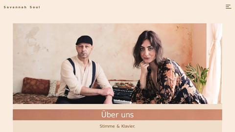Vorschaubild der Homepage von SAVANNAH SOUL steht für einem Mix aus Soul, Jazz, RnB, Pop.  Neben klassischen  Akustik-Versionen arrangiert das Duo auch Stücke mit Live-Looping  und Drum Machine.